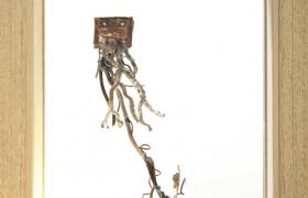 Anche le cose hanno le radici comò, bronzo e legno, 26 x 29