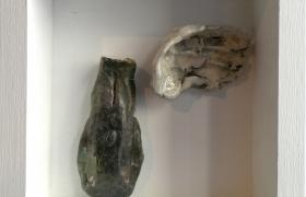 SENSI ARTE_Memorabilia: testa in giu e ala, ceramica raku, cm 20 x 20 x 5