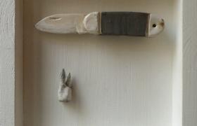 SENSI ARTE_Memorabilia_coltellino, ceramica raku, cm 20 x 20 x 5