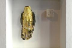 SENSI ARTE, Memorabilia: uccello e dado, ceramica raku, cm 20 x 20 x 5